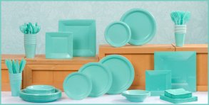 tiffany blue tableware. bridesmaidsconfession.com