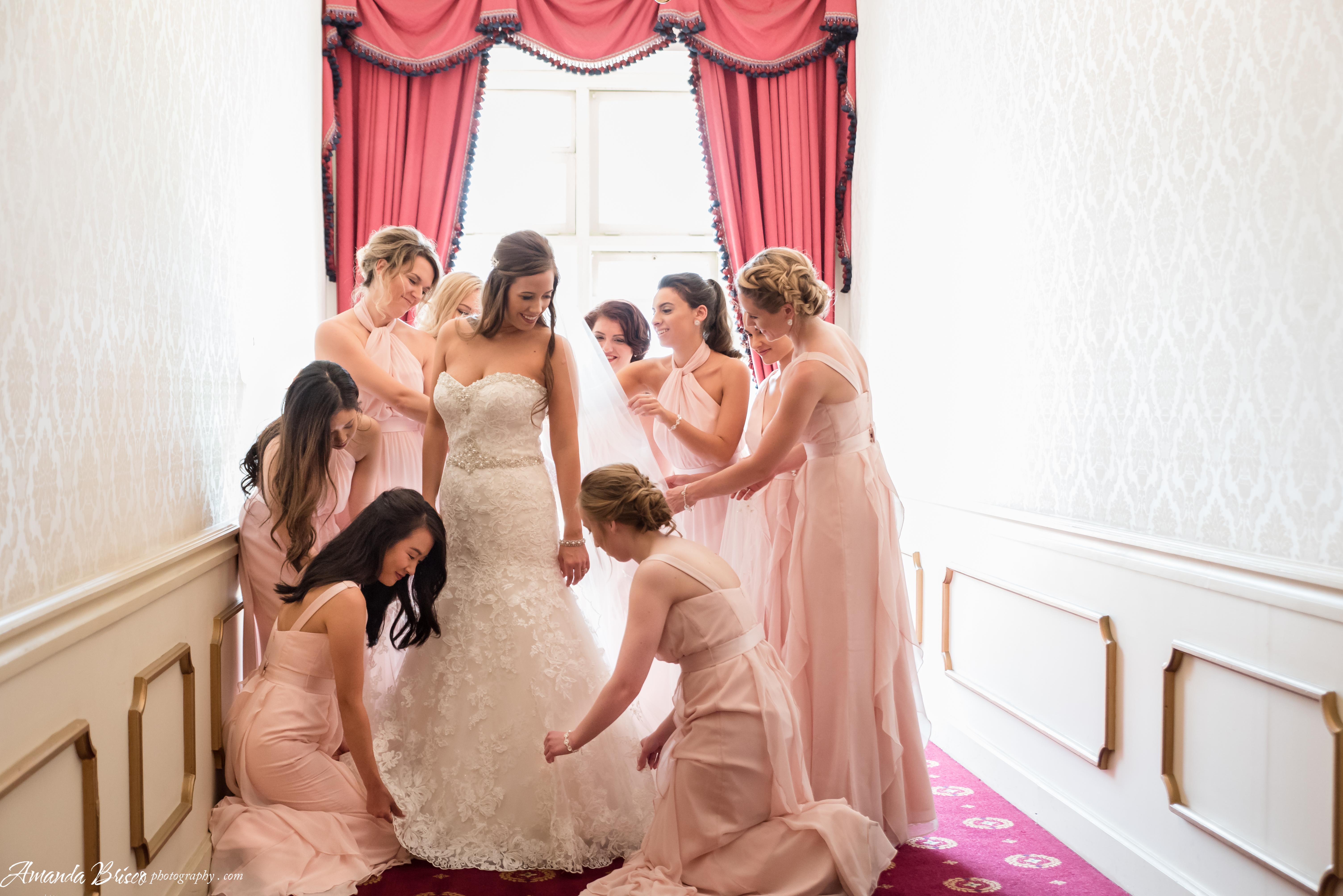 Amanda Brisco Photography bridesmaids getting bride ready bridesmaidsconfession.com
