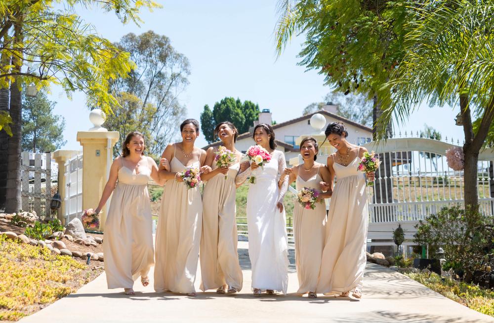 Candid Bridesmaids Laughing Julie Elizabeth Photography bridesmaidsconfession.com