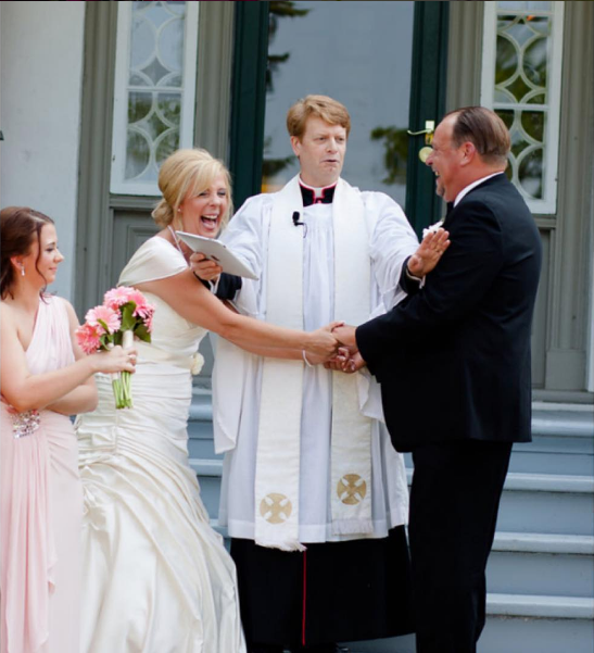 You may NOT kiss the bride. Funny wedding photos. lace.photography