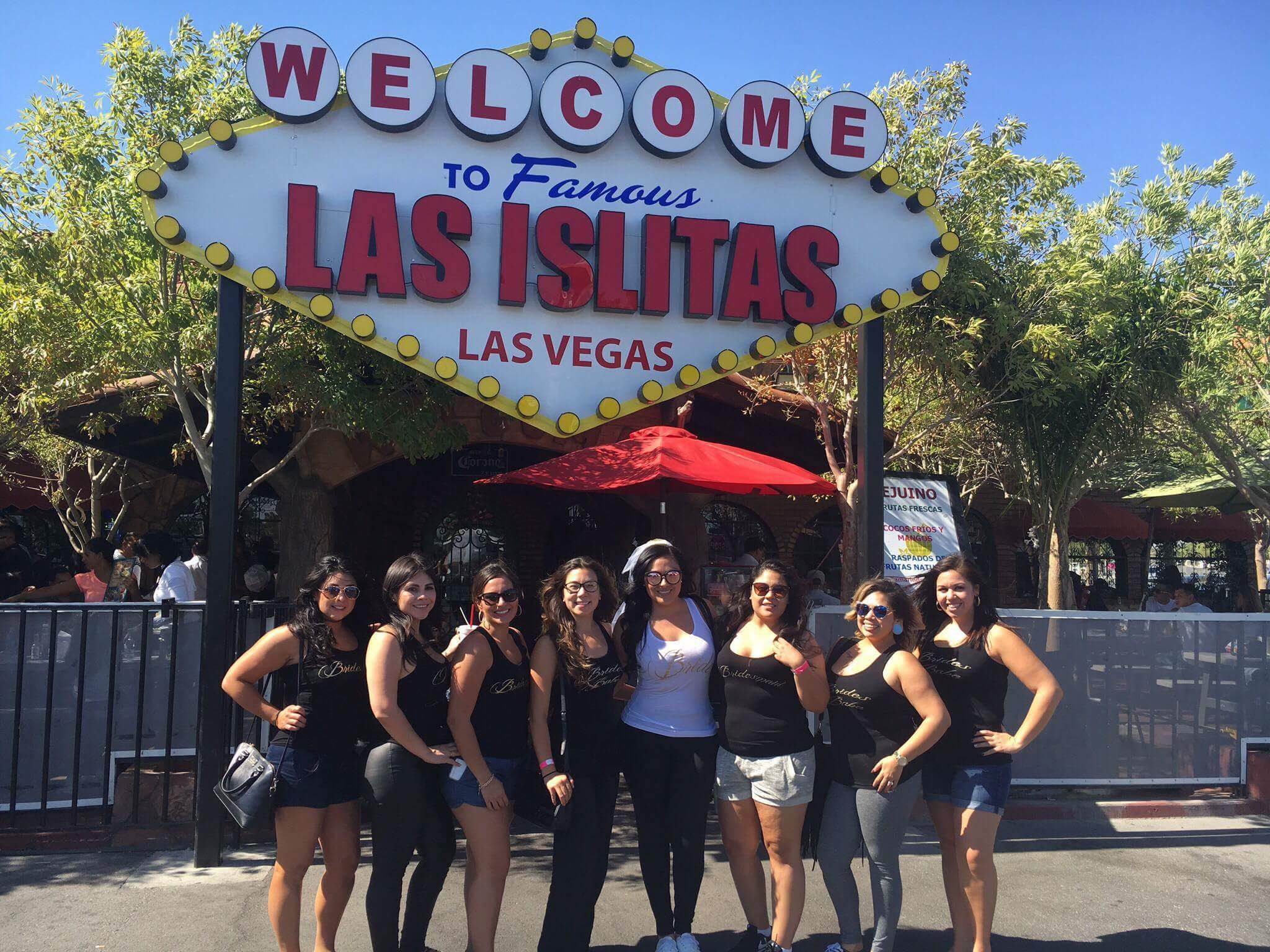 bride-and-her-bridesmaids-at-las-islitas-vegas-for-their-last-day-drinking-micheladas